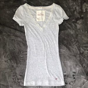 Hollister v-neck T-shirt xs